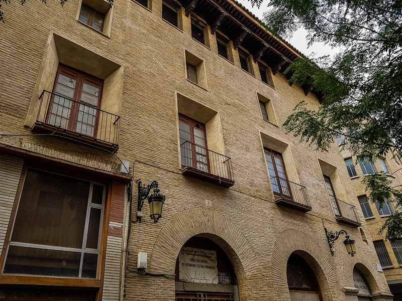 Fachada del palacio de Fuenclara de Zaragoza