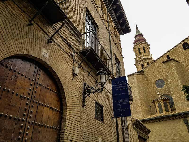 Entrada del Palacio de la Real Maestranza de Caballería de Zaragoza