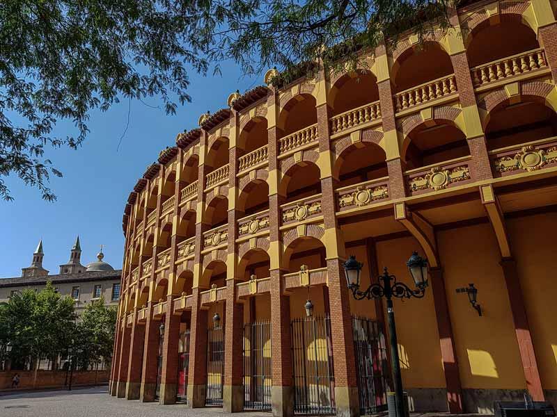 Plaza de toros de Zaragoza y edificio Pignatelli
