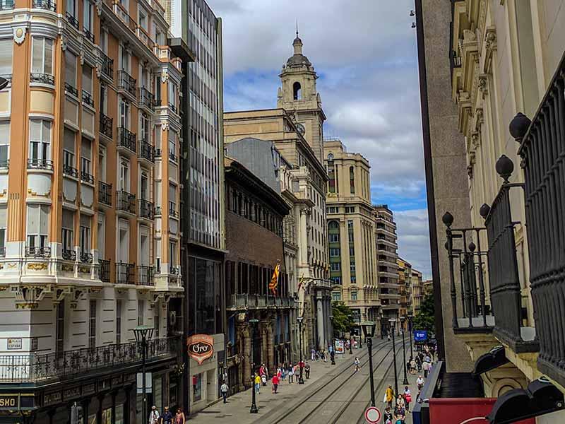 Coso Alto visto desde la Plaza de España de Zaragoza