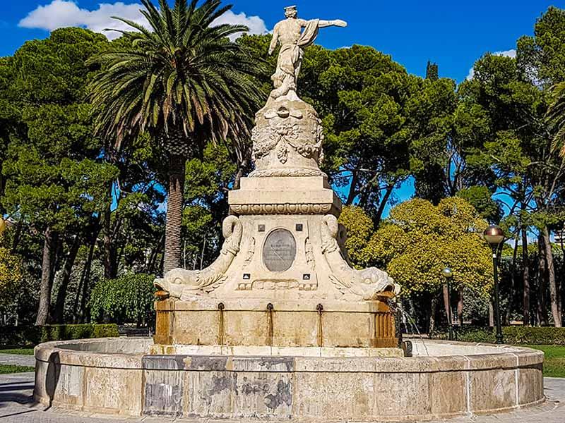 Vista trasera de la fuente de Neptuno de Zaragoza