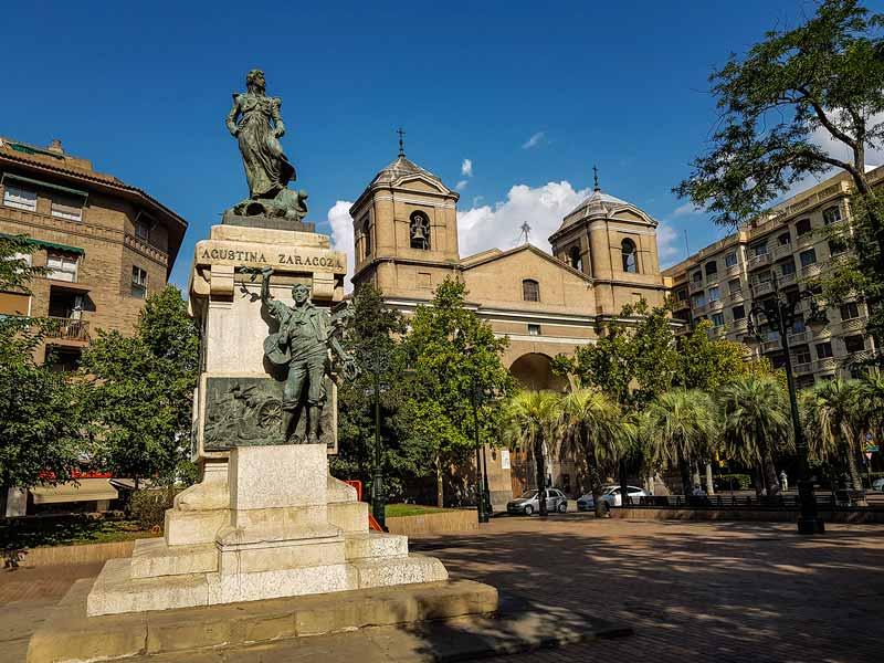 Monumento a Agustina de Aragón y a las Heroínas de los Sitios