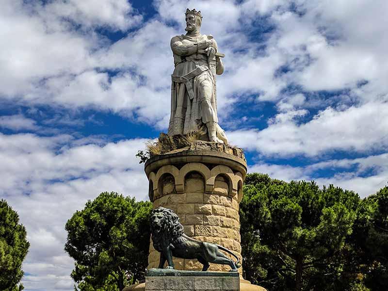 Detalle del monumento de Alfonso I el Batallador