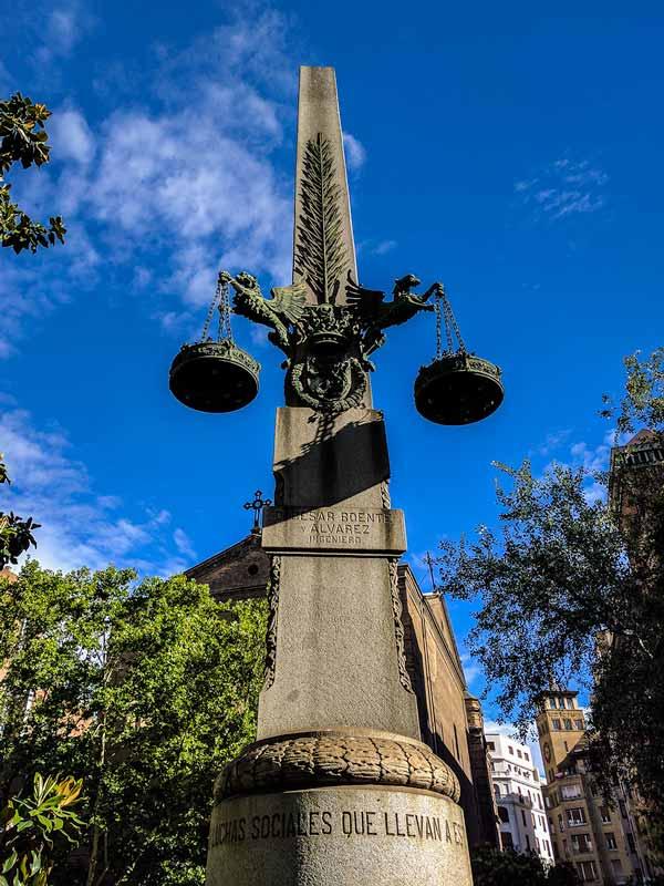 Cenotafio La Ciudad Honra a sus Funcionarios - Zaragoza