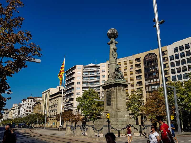 Plaza Aragón con el Monumento al Justiciazgo