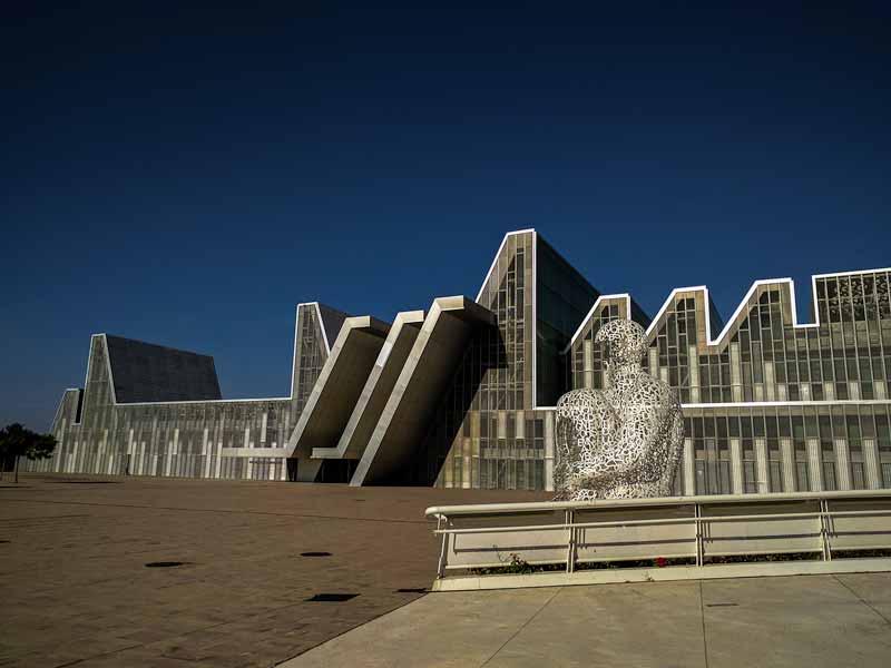 Vista del Palacio de Congresos desde la rampa de acceso a la Torre del Agua - Zaragoza