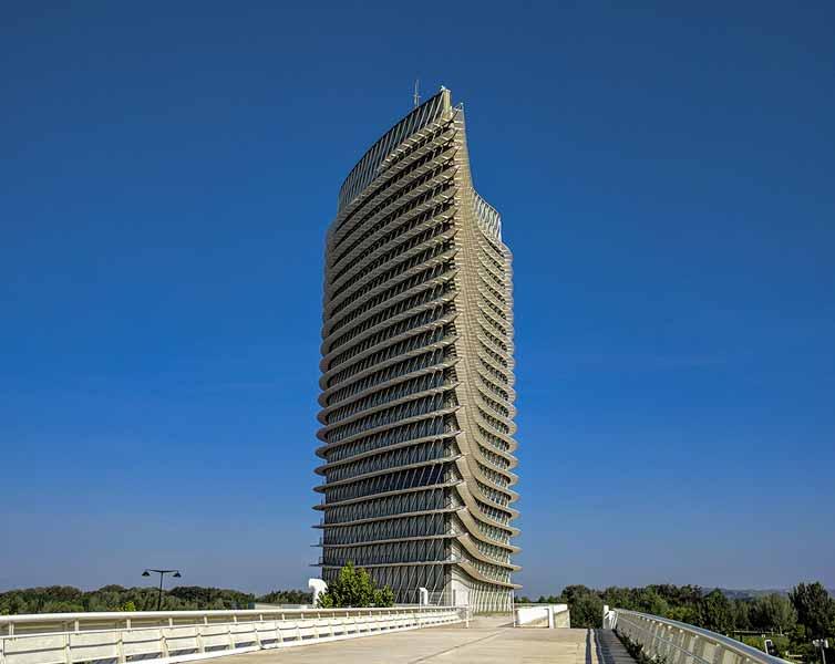 Vista de la torre del agua desde la zona Expo - Zaragoza