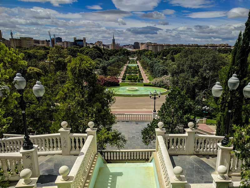 Vista del parque desde las escaleras de acceso al monumento Alfonso I el Batallador