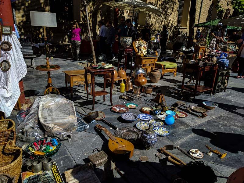 Mercado de antigüedades de San Bruno en Zaragoza