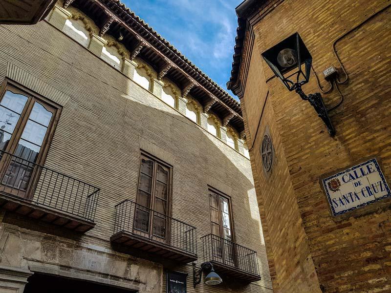 Casa de los Pardo y Calle Santa Cruz - Zaragoza