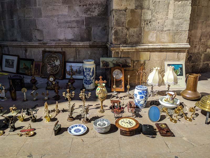 Antigüedades del mercado de San Bruno en Zaragoza