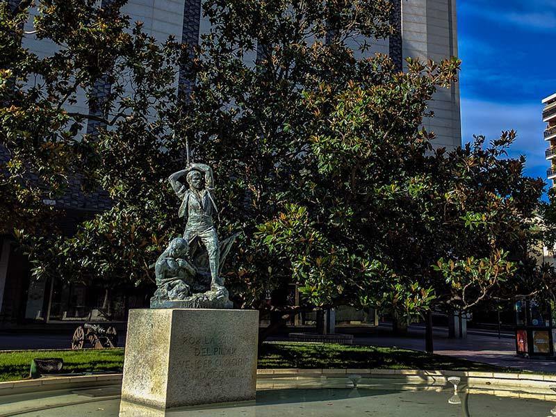 Monumento a los defensores del reducto del Pilar