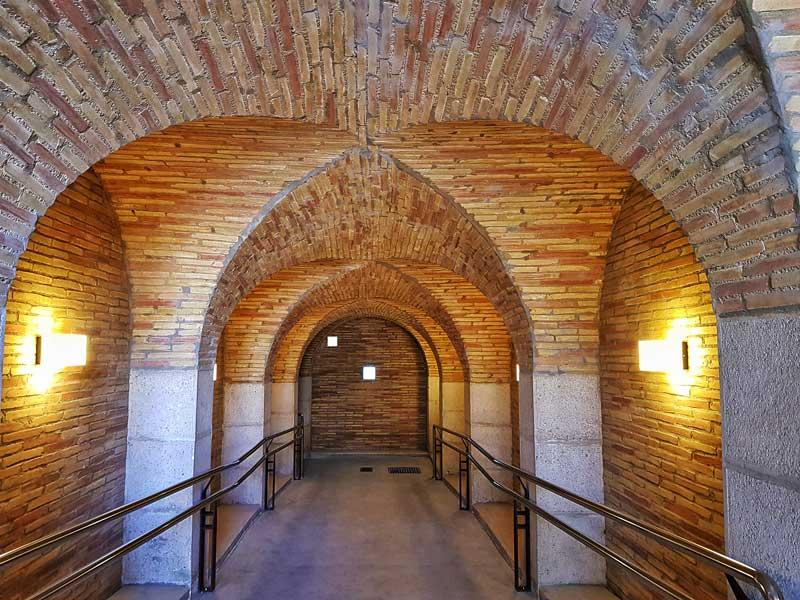 Acceso a los antiguos depósitos Pignatelli