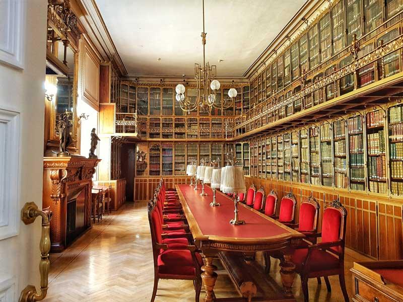 Biblioteca del palacio de Sástago
